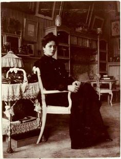 Empress Alexandra Feodorovna of Russia at the Alexander Palace in 1907.A♥W