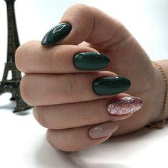 80 Pretty Natural Acrylic Oval Nails Design Ideas Page 65 of 88 Trendy Nail Art, Stylish Nails, Short Oval Nails, Gold Nail Designs, Nails Design, Almond Shape Nails, Nagel Gel, Gold Nails, Gold Glitter
