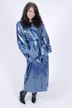 Raincoats and more raincoats Blue Raincoat, Raincoat Jacket, Plastic Raincoat, Raincoats For Women, Jackets For Women, Rain Slicker Womens, Rain Fashion, Rain Suit, Hooded Cloak