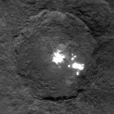 "Neue Fotos der ""Ceres-Lichter"" lassen Rätsel weiter offen . . . http://www.grenzwissenschaft-aktuell.de/neue-fotos-der-ceres-lichter-lassen-raetsel-weiter-offen20150611 . . . Abb.: NASA/JPL/UCLA/MPS/DLR/IDA"