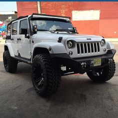 What's going on guys! Check out my good friend sick jeep! Four Door Jeep, Jeep Front Bumpers, Jeep Unlimited, Lexus Lx570, Grill Guard, Adventure Car, White Jeep, Jeep Grill, Badass Jeep