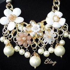 Collar de Flores Blancas Modelo 0126 $150 www.facebook.com/BlingMx