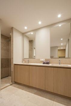 Modern Bathtub, Modern Bathroom, Small Bathroom, Master Bathroom, Bathroom Design Inspiration, Bathroom Interior Design, Bathroom Renos, Bathroom Layout, Home Deco