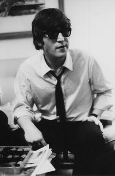 Bill Eppridge John Lennon at the Plaza. New York City (1964)
