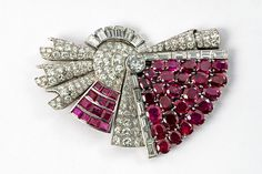 An important Art Déco platinum, diamond and ruby double clip. Ca. 1930/35.