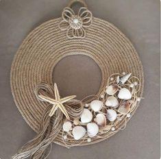 Seashell Art, Seashell Crafts, Beach Crafts, Jute Crafts, Diy And Crafts, Arts And Crafts, Modern Lamp Shades, Diy Wreath, Sea Shells