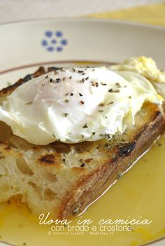 Uova in camicia brodo pane 2