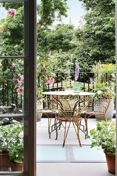 Henrietta Courtauld The Land Gardeners London Home remodelling remodelled by Retrouvius   House & Garden Backyard Garden Landscape, Large Backyard, Garden Oasis, Pergola Plans, Diy Pergola, Pergola Kits, Pergola Ideas, Iron Pergola, Retractable Pergola