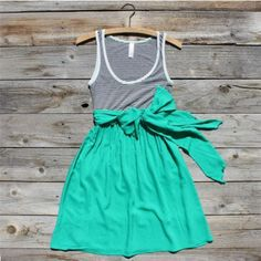 perfect summer dress...love the turquoise