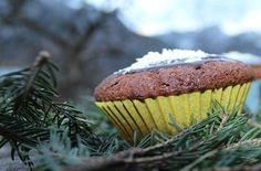 winterliche Schwarzwaldmuffins mit dunkler und weißer Schokolade Yummy Cupcakes, Muffin, Breakfast, Food, Baking, White Chocolate, Food Food, Rezepte, Morning Coffee