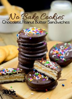 These No-bake Chocolate peanut butter sandwich cookies can make a great gift for your Valentine or yummy Valentine's Day party snacks! Easy Christmas Cookie Recipes, Best Cookie Recipes, Christmas Baking, Holiday Snacks, Christmas Sweets, Christmas Goodies, Holiday Cookies, Holiday Baking, Christmas Candy