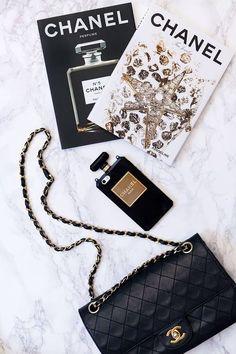 Gabrielle Bonheur Chanel, Mode Chanel, Chanel Chanel, Chanel Tote, Chanel Handbags, Foto Fashion, Street Fashion, 90s Fashion, Fashion Bags
