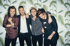 This morning, One Direction stars Harry Styles, Niall Horan, Liam Payne and Louis Tomlinson have dropped an exciting surprise on fans with the UK time release of the first single from their … Zayn Malik, Niall Horan, Liam Payne, Louis Tomlinson, Rebecca Ferguson, Harry Styles, Nicole Scherzinger, Gifs Musica, 5sos
