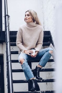 30 Cozy Sweater Weather Outfits Vol. 1 029 2019 30 Cozy Sweater Weather Outfits Vol. 1 029 The post 30 Cozy Sweater Weather Outfits Vol. 1 029 2019 appeared first on Sweaters ideas. Winter Fashion Outfits, Fall Winter Outfits, Look Fashion, Autumn Winter Fashion, Fall Fashion, Fashion Design, Sweater Weather Outfits, Winter Sweaters, Cozy Sweaters