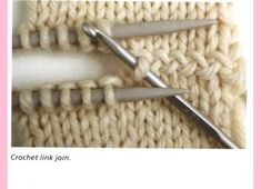 Tichiro - knits and cats · Knitting Colour, structure and design - Alison Ellen Technik An optically attention-grabbing mixture of two knitted elements via a crochet hook - taken from tichiro.web the e-book 'Knitting - Colour, construction and design' by Knitting Help, Knitting Stiches, Crochet Stitches, Knitting Patterns, Knitting Needles, Knitting Squares, Crochet Needles, Crochet Squares, Invisible Part Weave