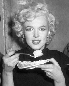 A George Vreeland Hill pin. Stars D'hollywood, Star Images, Marilyn Monroe Photos, Norma Jeane, Up Girl, Girly Girl, Timeless Beauty, Vintage Beauty, Most Beautiful Women