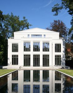 Neo classical house by Vogel Architekten.