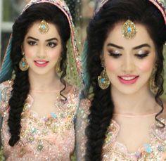 70 Beautiful Ideas for Asian Bridal Makeup Looks - VIs-Wed Pakistani Bridal Makeup, Bridal Mehndi Dresses, Asian Bridal Makeup, Bridal Makeup Looks, Bridal Looks, Bridal Make Up, Bridal Hair, Indian Bridal, Mehndi Hairstyles