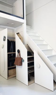 meubles sous escalier penderie-etageres-rangement-chaussures