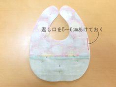 ダブルガーゼのベビースタイの作り方【無料型紙あり】: うろこのあれこれハンドメイド Baby Sewing Projects, Pillows, Cushions, Pillow Forms, Cushion, Scatter Cushions