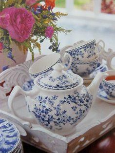 Desayunando con té