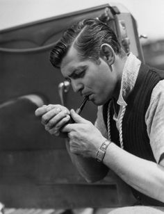 We all know smoking is bad for you but I'll always have a soft spot for vintage chaps with pipes such as Clark Gable in this shot from Hollywood Men, Old Hollywood Glamour, Vintage Hollywood, Hollywood Stars, Classic Hollywood, Hollywood Icons, Clark Gable, Smoking Is Bad, People Smoking