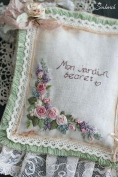 Wonderful Ribbon Embroidery Flowers by Hand Ideas. Enchanting Ribbon Embroidery Flowers by Hand Ideas. Embroidered Roses, Silk Ribbon Embroidery, Hand Embroidery Designs, Vintage Embroidery, Embroidery Applique, Floral Embroidery, Embroidery Stitches, Embroidery Patterns, Sewing Art