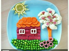 fun food ideas: hot dog and carrot house. Toddler Meals, Kids Meals, Cute Food, Good Food, Finger Foods For Kids, Kids Dishes, Creative Food Art, Food Art For Kids, Food Carving