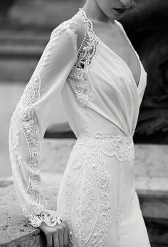 The delicate fabric of this fall wedding dress seems to envelope the bride's body in a most attractive manner. The lace details lend a vintage look, creating a magical and timeless dress.