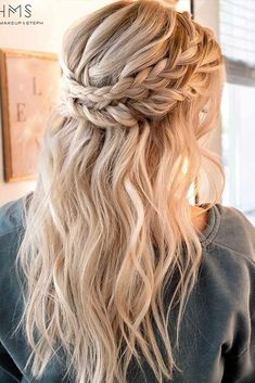 Valentines Day is approaching, and it is time to think through all the important details. You will need some ideas of trendy hairstyles, and we are happy to help you.