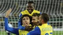 Mucchio selvaggio di marca Chievo per festeggiare l'1-0 di Paloschi. Ansa