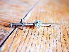 43.00 Game Of Thrones Theme, Rose Applique, Grey Roses, Red Garnet, Chainsaw, Sword, Bobby Pins, Arrow Necklace, Hair Accessories