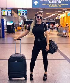 Black outfit for trips - ChicLadies. Trendy Outfits, Fall Outfits, Summer Outfits, Cute Outfits, Girl Fashion, Fashion Outfits, Womens Fashion, Looks Black, Trendy Swimwear