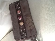 Noosa purse Nice Things, Beautiful Things, Things To Come, I Love Fashion, Womens Fashion, Clutch Wallet, Clutches, Wallets, Slippers