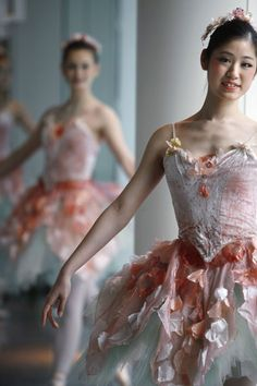 ballet Pretty dress...ooohhh I like it!