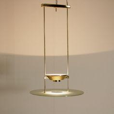 Lampada Lumi a soffitto; ottone, vetro, filo lucido satinato.