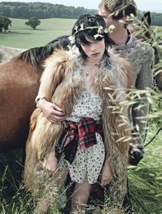 Edie Campbell |   http://www.fabulishliving.blogspot.ca/2013/09/edie-campbell-for-vogue-by-mario-testino.html