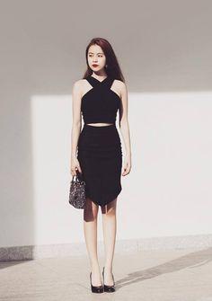 """Tuần qua: Ngưỡng mộ eo """"con kiến"""" của Hoàng Thùy Linh - 1"""