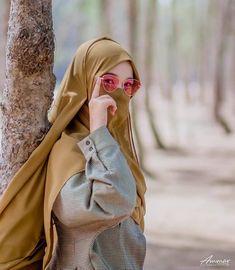 Niqab Fashion, Street Hijab Fashion, Stylish Hijab, Hijab Chic, Arab Girls Hijab, Muslim Girls, Arab Men Dress, Muslim Baby Girl Names, Beautiful Hijab Girl