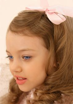 Noelle Vlasov,little girl,pink bow,hairstyle,blue eyes