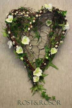 ۞ Welcoming Wreaths ۞ DIY home decor wreath ideas - Heart Wreath