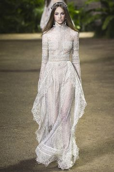 The complete Elie Saab Spring 2016 Couture fashion show now on Vogue Runway.