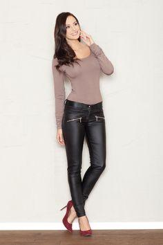 Czarne spodnie damskie z zamykanymi kieszeniami