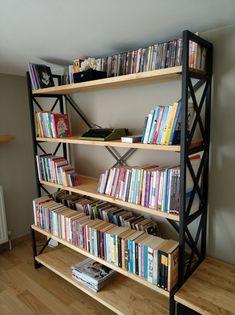 Masif ahşap kitaplık uygulamamız. Sizleri de farklı doğal ahşap mobilyalarımızı incelemek için mağazamıza bekliyoruz.