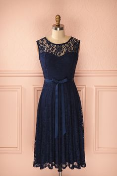 Robe sans manches bleu marine trapèze mi-longue - Sleeveless a-line midi navy blue lace dress Plus Size Dresses, Cute Dresses, Beautiful Dresses, Mode Shop, Vestidos Vintage, Online Fashion Boutique, Couture, Western Dresses, Classy Outfits