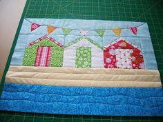 New Patchwork Cushion Ideas Beach Huts 15 Ideas House Quilt Patterns, Mug Rug Patterns, House Quilts, Patchwork Patterns, Quilting Patterns, Quilting Ideas, Patchwork Cushion, Patchwork Baby, Small Quilts