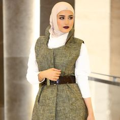 Hijab chic shared by Mano Ribbon on We Heart It Modern Hijab Fashion, Street Hijab Fashion, Abaya Fashion, Modest Fashion, Unique Fashion, Fashion Outfits, Fashion Design, Fashion Trends, Modest Wear