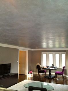 soft metallic ceiling - doing this to the tray ceiling in our bedroom! can't wait to paint! Dining Room Colors, Dining Rooms, Black Ceiling, Bedroom Ceiling, Metallic Paint, Tray Ceilings, Painted Ceilings, House Painting, Painting Techniques
