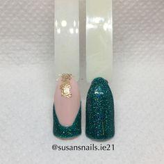 Nail art - French manicure green glitter