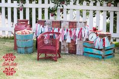 Kids Styled Fall Session - Family Pics - Apples - Family Photography - Props Rustic Crates www.ricketyswak.com Vintage Photo Props Fall Mini sesssion. Image by http://www.kelliefoster.smugmug.com/